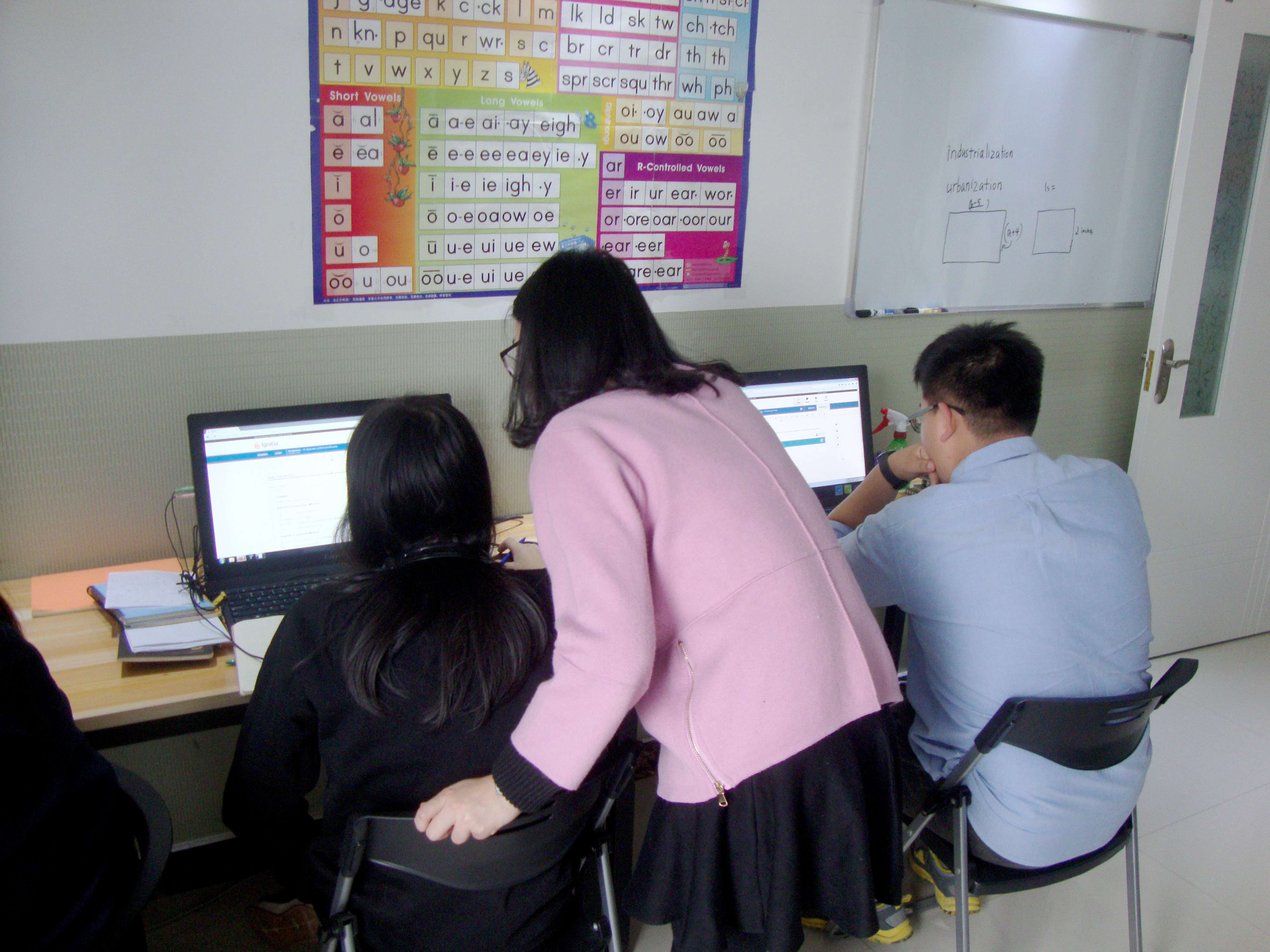 Students learn english using technology